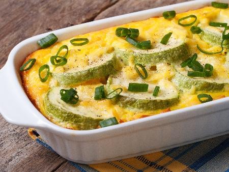 Лесни печени тиквички на фурна със сирене и копър (огретен) - снимка на рецептата